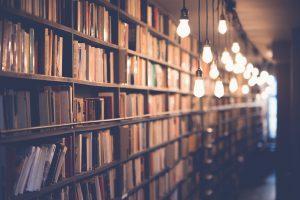 Bibliothek mit Lichtern